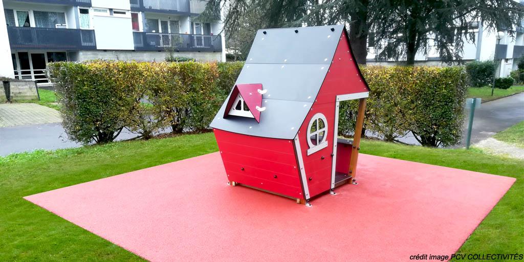 Extebois aire de jeux maisonnette rouge Logis en métal à Pontchateau (44)