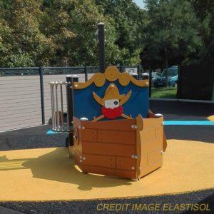Extebois aire de jeux crèche La Fontaine à Antony thème corsaire bateau CH1000A